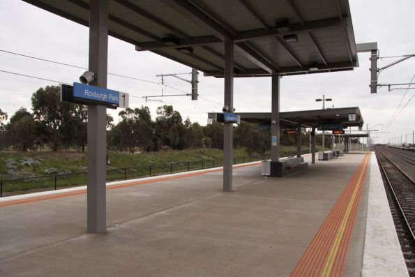 Island platform at Roxburgh Park looking down