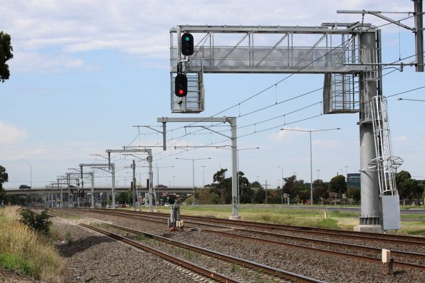 Signal BMS510 cantilevered over the track at Broadmeadows