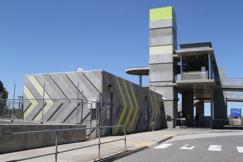 Concrete and steel footbridge at Roxburgh Park station
