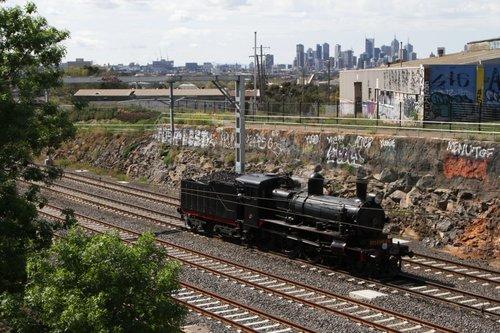 D3 639 heads towards Southern Cross at Footscray, using the Werribee suburban tracks