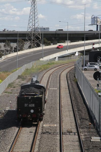 Signal at Spion Kop junction at stop, as D3 639 heads towards Castlemaine