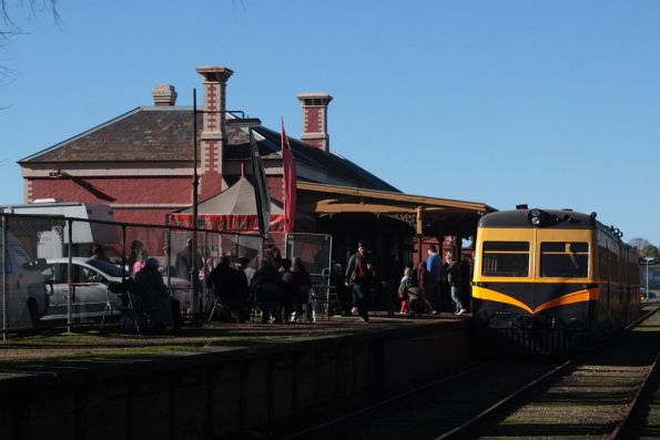 Walker railmotor 91RM awaiting departure time from Daylesford