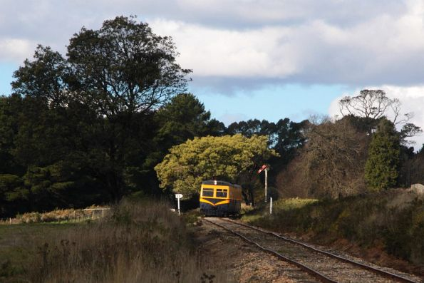 Bound for Daylesford, 91RM passes the home signal at Musk