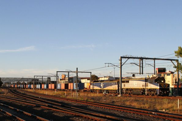 VL360 leads G512 on the up Deniliquin rice train through Sunshine