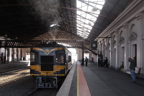 Waiting departure time from Ballarat platform 2