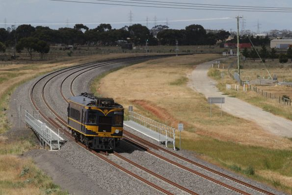 RM58 rounds the curve, bound for Tarneit station on the return journey to Melbourne