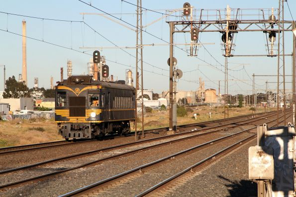 RM58 approaches Altona Junction on the down