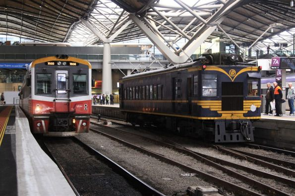 RM58 arrives into Southern Cross platform 7