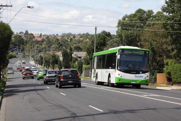 Dysons #301 5457AO on a route 504 service along Ormond Road, Ascot Vale