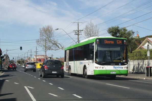 Dysons bus #476 rego 6906AO heads west on route 534 along Gaffney Street in Coburg