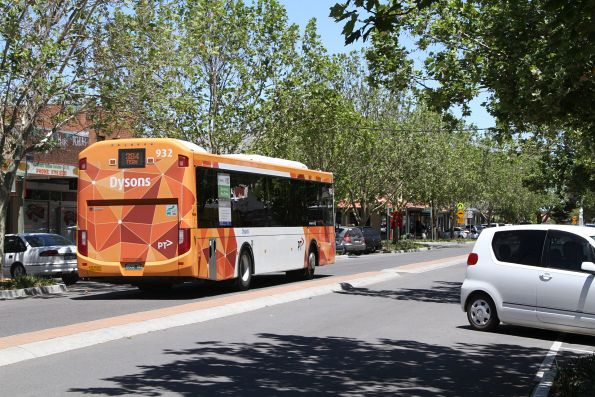 Dysons #932 BS02HD on a route 384 service at Whittlesea