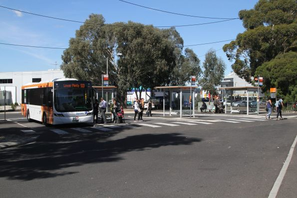 Dysons bus #932 BS02HD on route 513 at Glenroy station