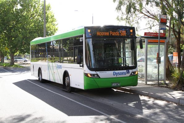 Dysons bus #827 BS00AO on route 508 at Alphington station