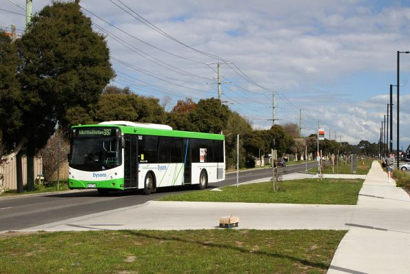 Dysons bus #362 4312AO heads north on route 387 at Mernda station