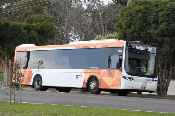 Dysons bus #1024 BS02YD heads south on route 382 at Mernda station