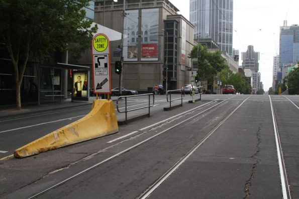 Non-lengthened tram stop at La Trobe and Russell Streets