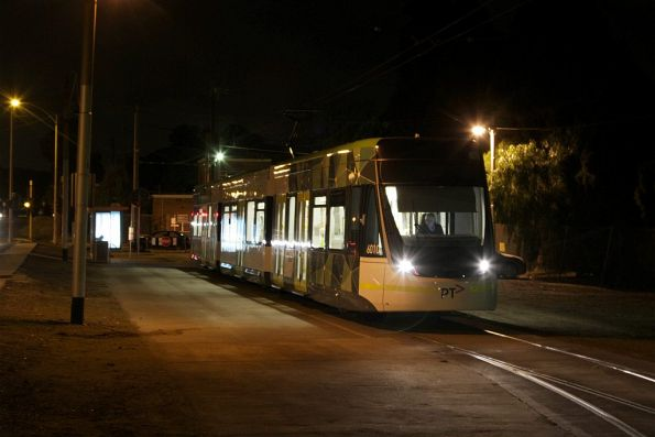 E.6010 departs the route 57 terminus at West Maribyrnong
