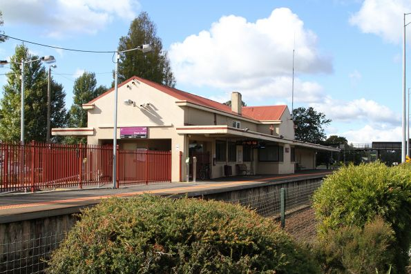 Station building on the island platform at Drouin
