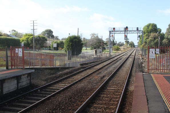 Signals at the down end of Garfield station