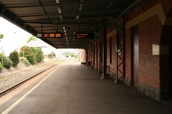 Looking down the line at Warragul station platform 2