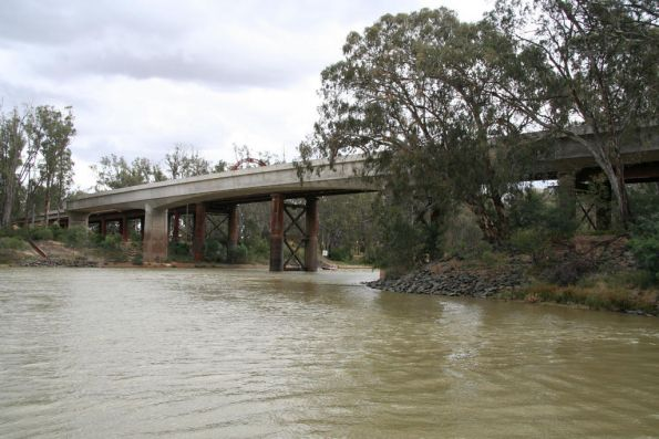 The rail bridge over the Murray at Echuca from the east (upstream) side