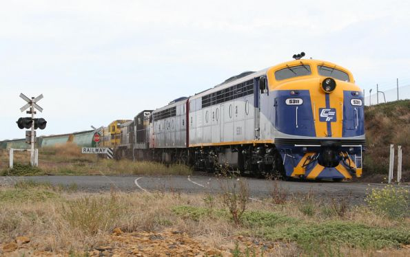 S311 leads the El Zorro grain out of the loop at Geelong
