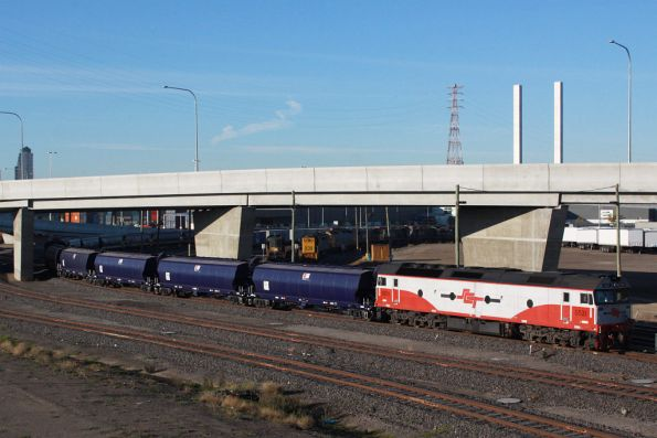 G521 push-pull with EL60 at Appleton Dock, and five standard gauge WGBY grain wagons destined for the broad gauge