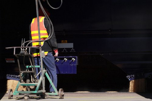 No need for the ratchet gun - the new WGSY wagons have pneumatically operated bottom discharge doors