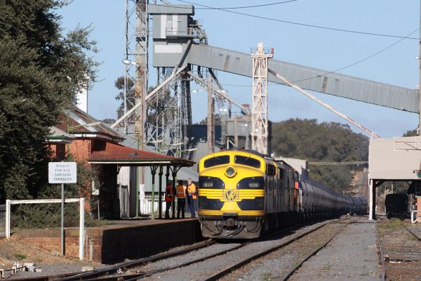 Stopped at Dunolly station, the crew out talking to the signaller
