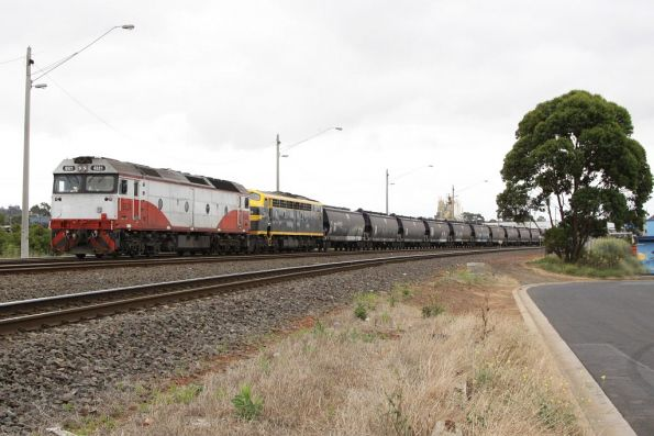 G521 and S303 ready to take a reduced length consist around the Grain Loop, the rest of the train is still derailed at Donald