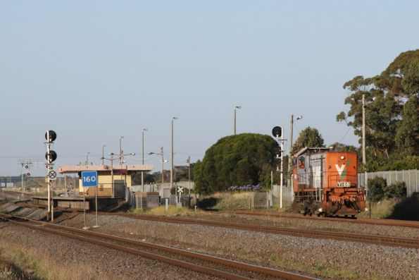 Y168 heads light engine through Corio on the down