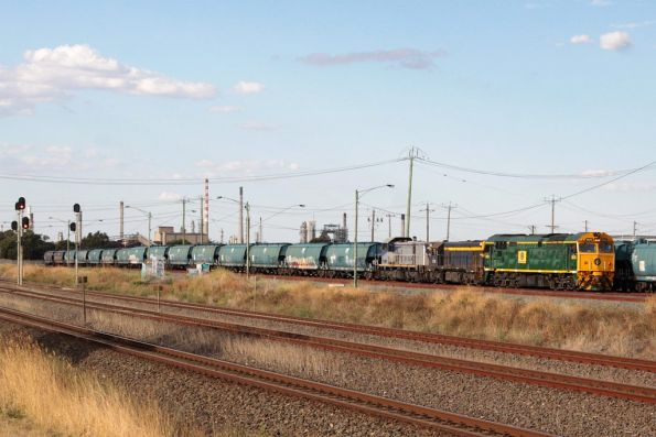 8026, T333 and T387 shunt WGBY and WGSY grain wagons at North Shore
