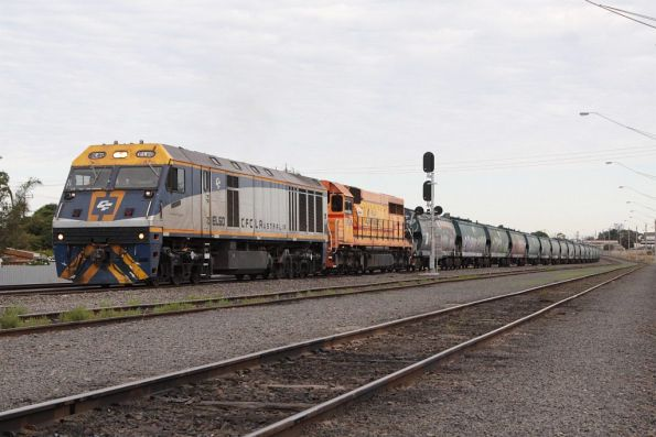 EL60 and L277 head onto the main line at North Geelong C after unloading their train