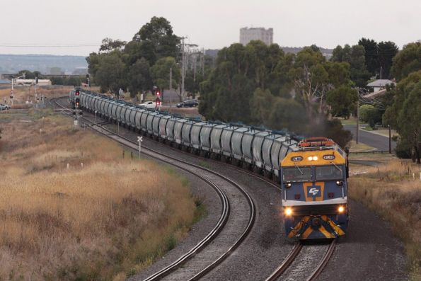 EL60 and L277 pass through Bell Post Hill with a rake of empty grain wagons
