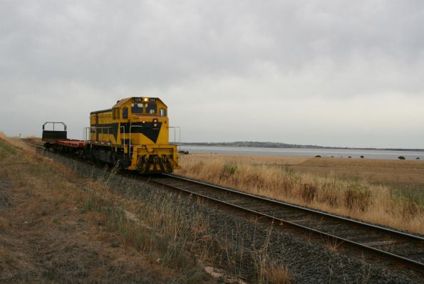 T376 rounding Lake Colac at Irrewarra, with an El Zorro wagon transfer from Warrnambool