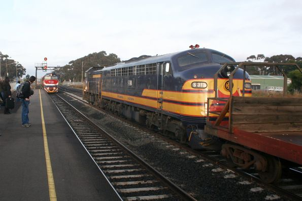 T395 and S313 in the loop at Lara as the up Warrnambool pass arrives