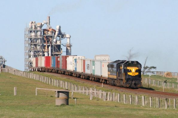 T378 leads S313 on the down Warrnambool freight at Waurn Ponds