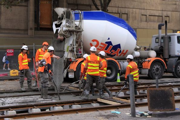 Pouring concrete over the completed track at Elizabeth and La Trobe Streets