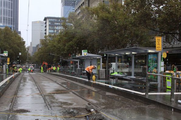 New track concreted in place at Elizabeth and Victoria Streets