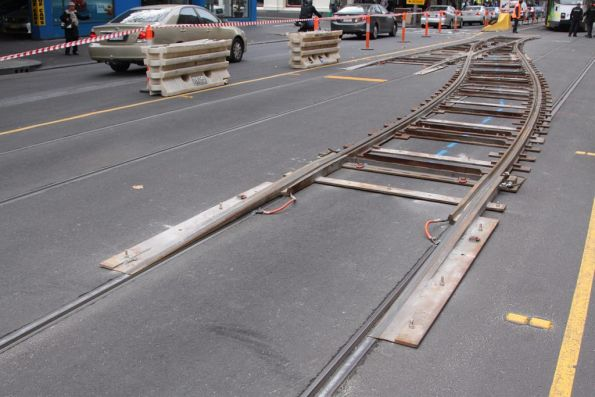 Temporary crossover ('kletterweichen' or 'climbing turnout') in place on Elizabeth Street, north of La Trobe
