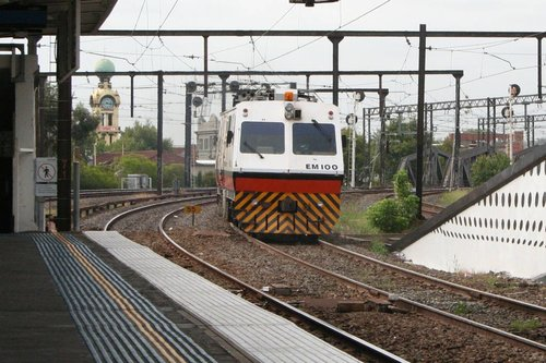 EM100 headed outbound 15 minutes later bound for Caulfield, at Richmond
