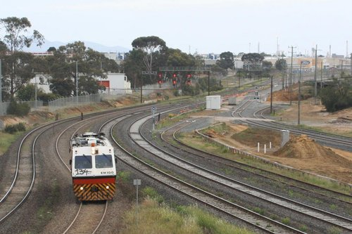 EM100 heads off the other way towards Ballarat