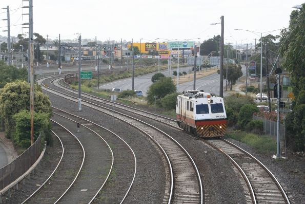 EM100 waiting at Geelong for the line to clear towards South Geelong and on to Warrnambool