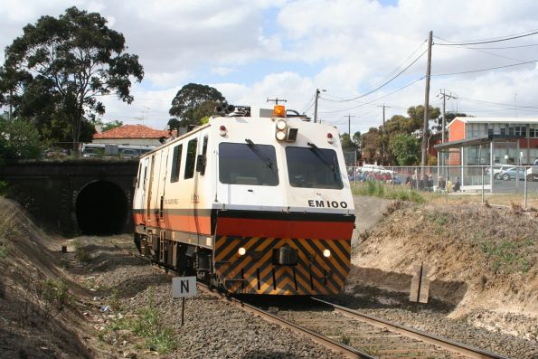 EM100 emerges at the other end of the Geelong Tunnel, as a pack of bemused schoolgirls look on