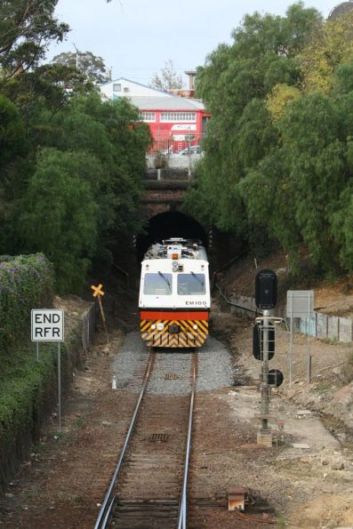 Changing ends at the Geelong Tunnel