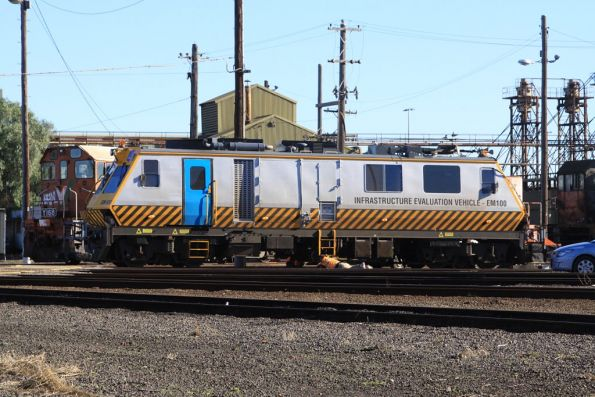 EM100 being serviced beside the BG turntable at South Dynon