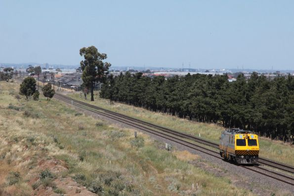 EM100 heads towards Melbourne at Deer Park