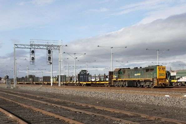 X43 push-pull with T402 awaiting departure for North Geelong Yard
