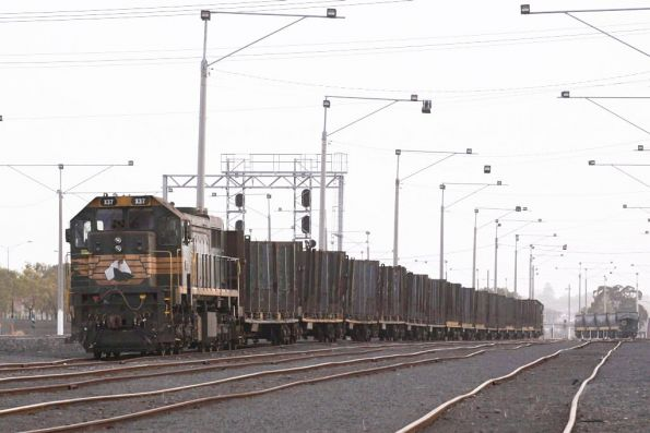 X37 stabled at one end, with a full set of empty log wagons at North Geelong Yard for an Endeavour transfer