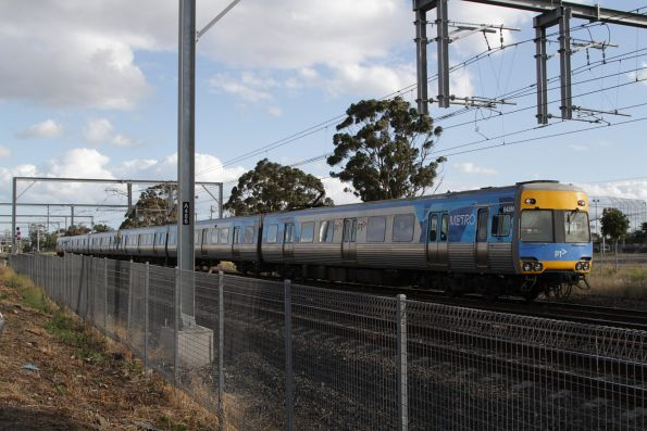 Comeng 642M waits at Albion for the failed V/Line train ahead of it